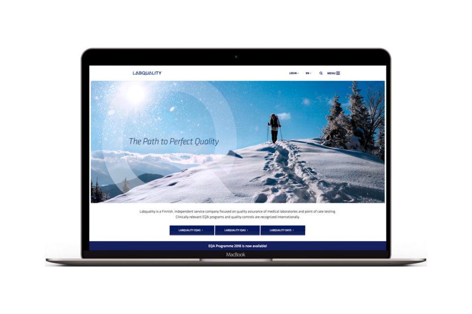 Labqualityn verkkosivusto kannettavan näytöllä