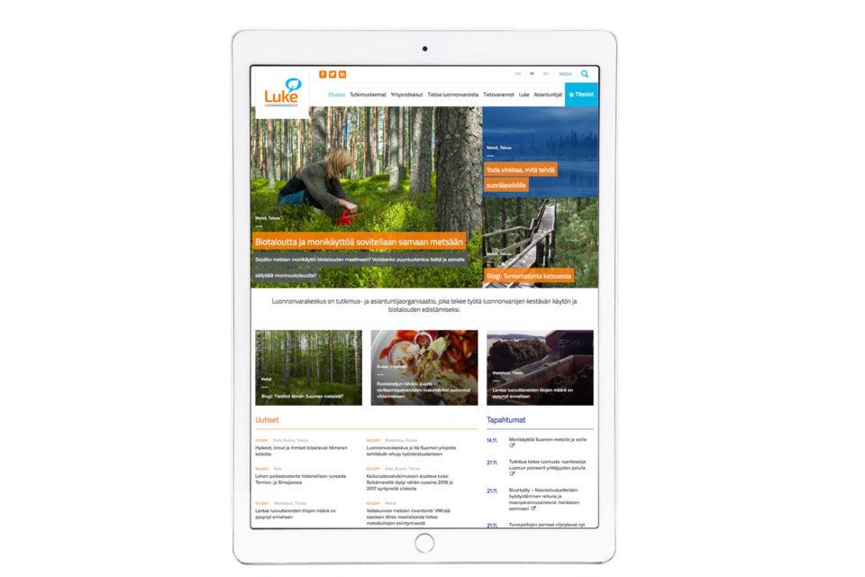 Luonnonvarakeskuksen verkkopalvelu iPadin näytöllä
